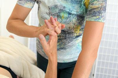 Handmassage bij LichamelijkerWijs in Zwolle